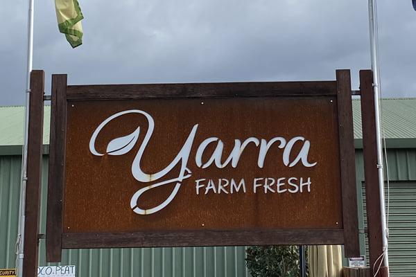 Yarra Farm Fresh sign